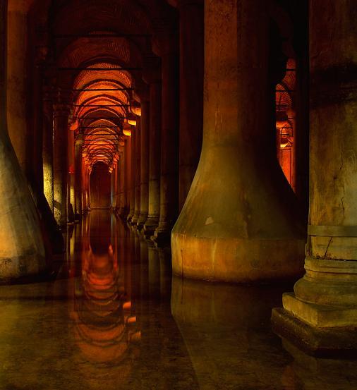 Istanbul_Basilica_Cistern_2009